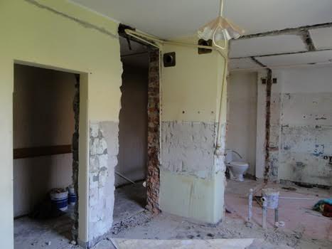 Сколько стоит демонтаж стены в квартире